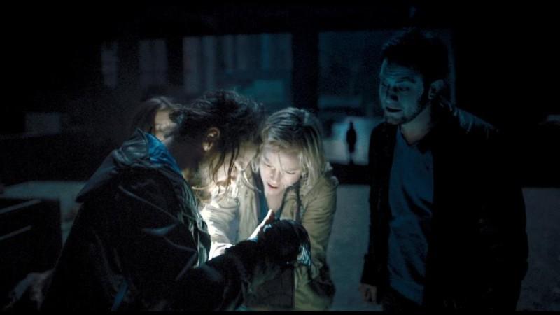 Chernobyl Diaries: Nathan Phillips, Jonathan Sadowski e Ingrid Bolsø Berdal in una scena