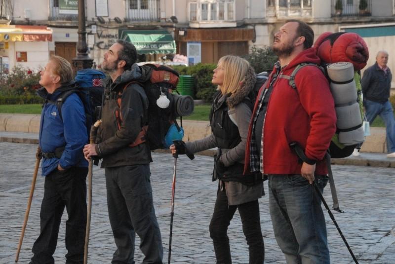 Il cammino per Santiago: Martin Sheen, Deborah Kara Unger, James Nesbitt e Yorick van Wageningen in una scena