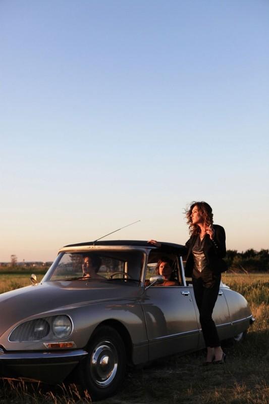 Adorabili amiche: Caroline Cellier (fuori dall'auto) insieme a Jane Birkin e Catherine Jacob in una scena