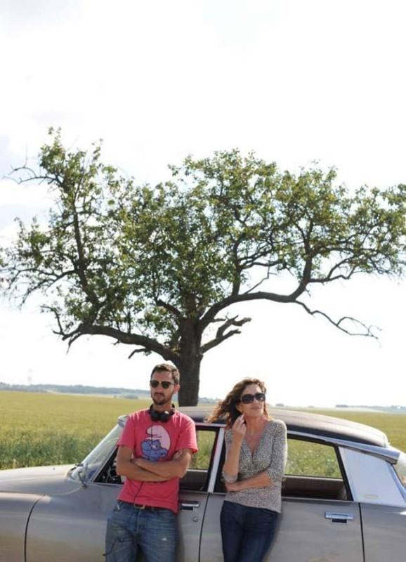 Adorabili amiche: il regista Benoît Pétré insieme a Caroline Cellier sul set del film