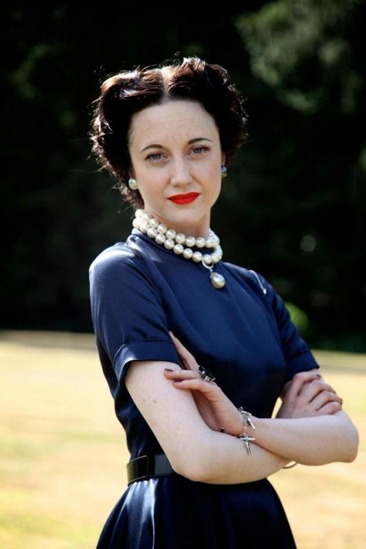 Edward e Wallis: Andrea Riseborough nei panni di Wallis Simpson in una foto promozionale