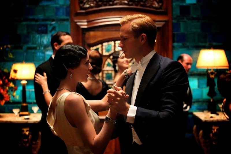 Edward e Wallis: James D'Arcy balla con Andrea Riseborough in una scena