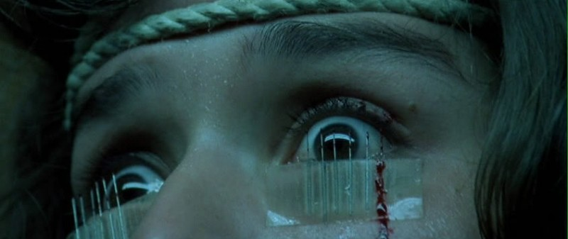 Primo piano di Cristina Marsillach in una scena del film Opera (1987)