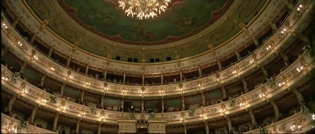 Una veduta dell'interno del Teatro Regio di Parma, in una scena del film Opera (1987)