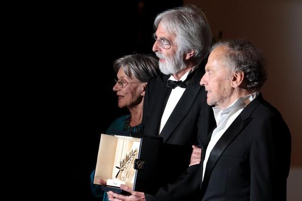 Cannes 2012: Michael Haneke, vincitore della Palma d'Oro per Amour, con i due interpreti del film, Trintignant e la Riva.