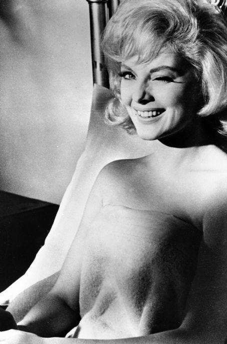Virna Lisi ai tempi in cui veniva 'pubblicizzata' come la nuova Marilyn Monroe.