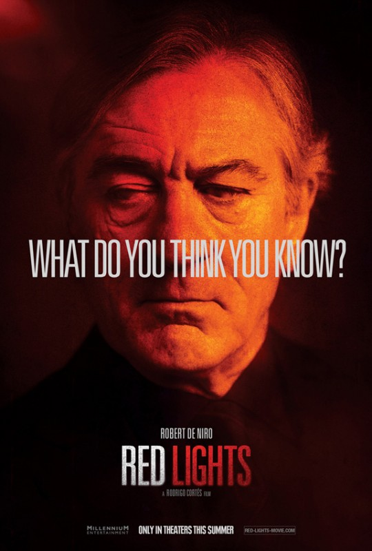 Il character poster di Robert De Niro in Red Lights