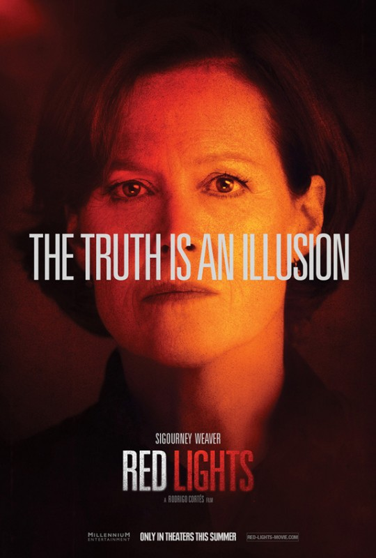 Il character poster di Sigourney Weaver in Red Lights