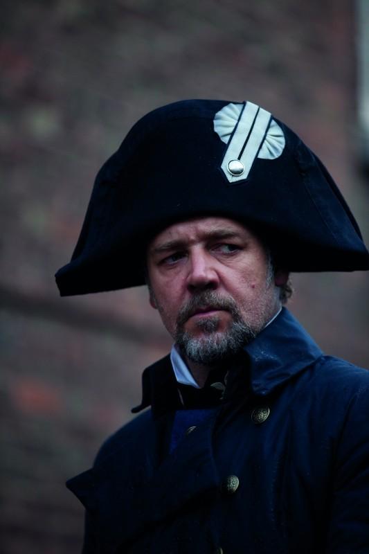 Les Misérables: il premio Oscar Russell Crowe in una scena del film in costume diretto da Tom Hooper