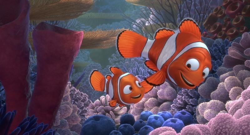 Alla ricerca di Nemo in 3D: papà Marlin insieme al suo piccolo Nemo in una scena del film