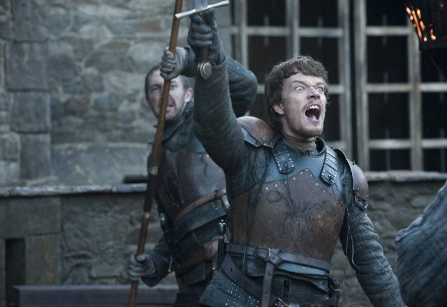 Game of Thrones: Alfie Allen nell'episodio Valar Morghulis