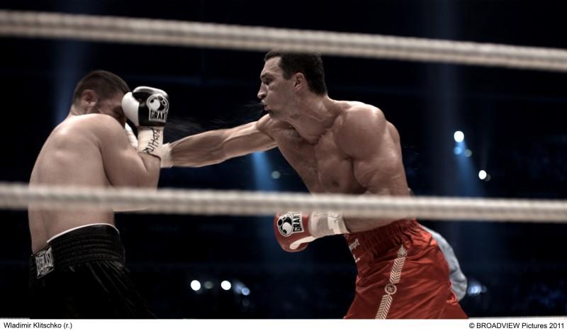 A destra, Wladimir Klitschko sul ring, nel documentario Klitschko di Sebastian Dernhardt