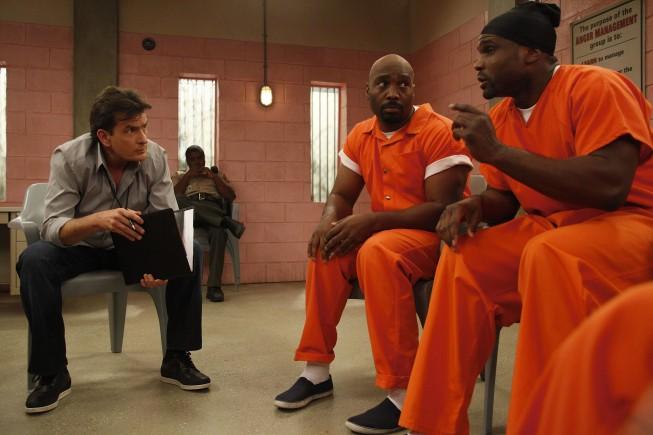 Anger Management: Charlie Sheen, James Black e Darius McCrary in una scena della serie