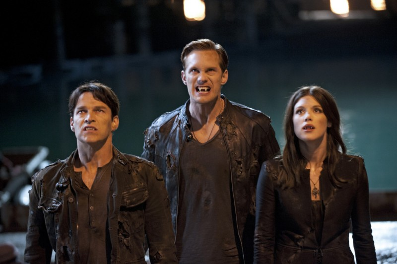 True Blood: Stephen Moyer, Alexander Skarsgard e Lucy Griffiths nell'episodio Turn! Turn! Turn!