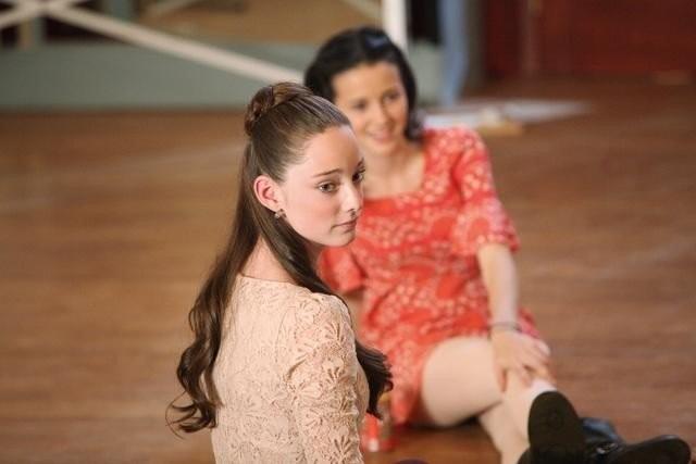 Bunheads: Emma Dumont in una foto di scena della serie