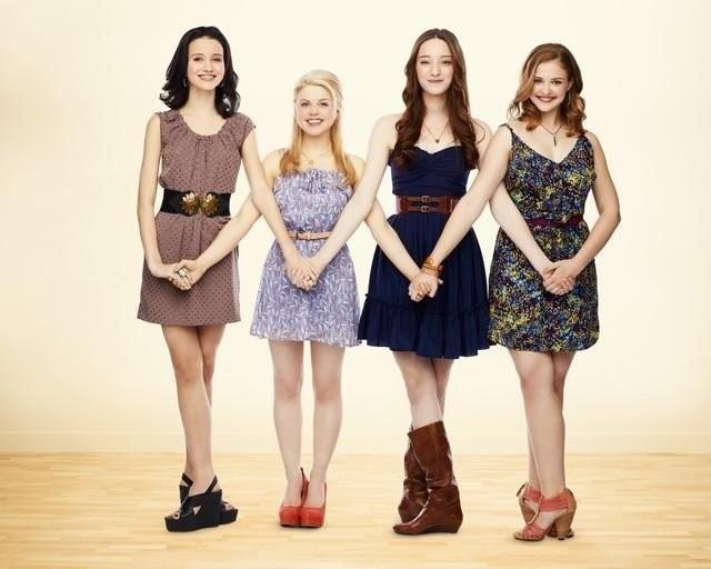 Bunheads: Sutton Foster, Emma Dumont, Kaitlyn Jenkins e Bailey Buntain in una immagine promozionale