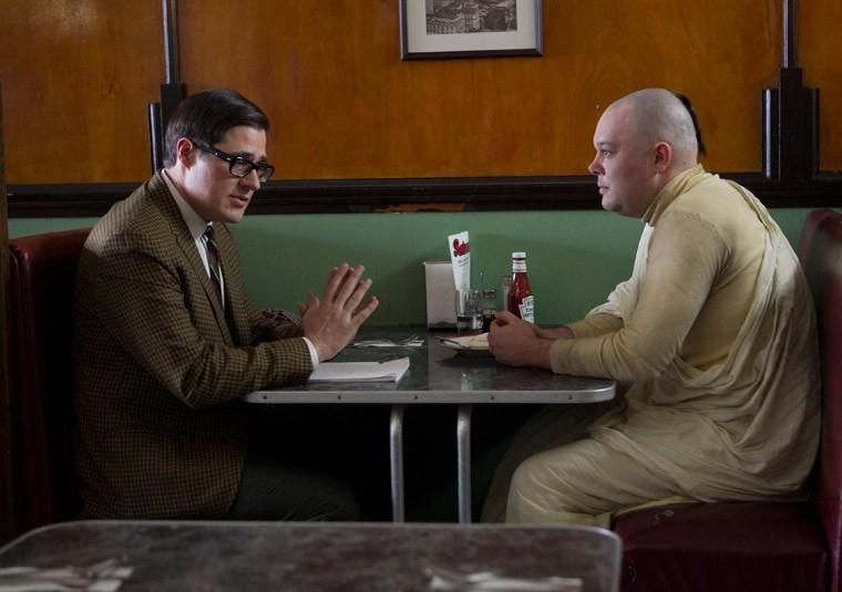Michael Gladis e Rich Sommer nell'episodio Christmas Waltz della quinta stagione di Mad Men