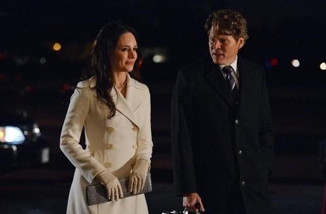 Revenge: Madeleine Stowe e Michael Reilly Burke nell'episodio Reckoning