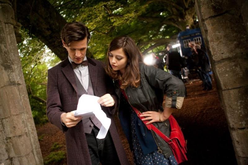 Doctor Who: un'immagine di Matt Smith e Jenna-Louise Coleman dal set della stagione 7
