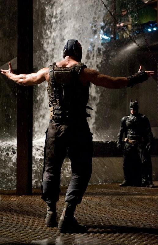 Il cavaliere oscuro - Il ritorno: Tom Hardy e Christian Bale si affrontano in una scena