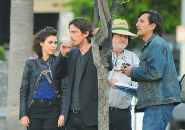 Imogen Poots, Christian Bale e Terrence Malick durante le riprese di Knight of Cups