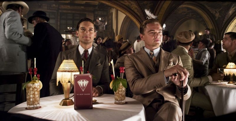 Tobey Maguire e Leonardo DiCaprio in una scena di The Great Gatsby