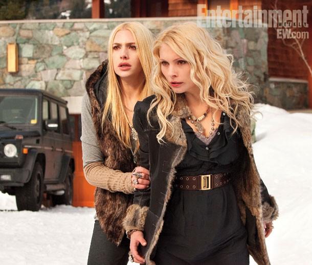 Casey Labow e Myanna Buring una scena di Twilight Saga: Breaking Dawn - Parte 2