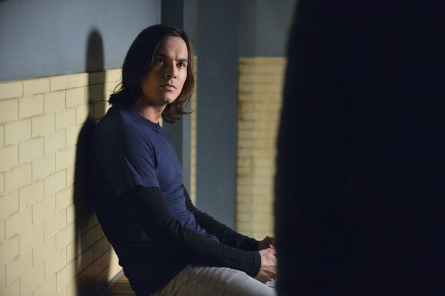 Pretty Little Liars: Tyler Blackburn nell'episodio Blood Is the New Black