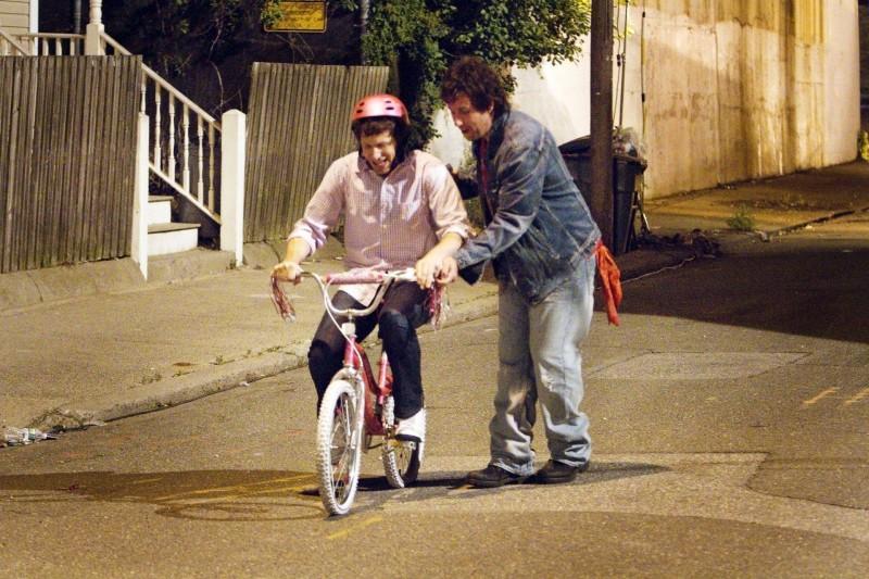 Andy Samberg e Adam Sandler in una scena della commedia That's my Boy