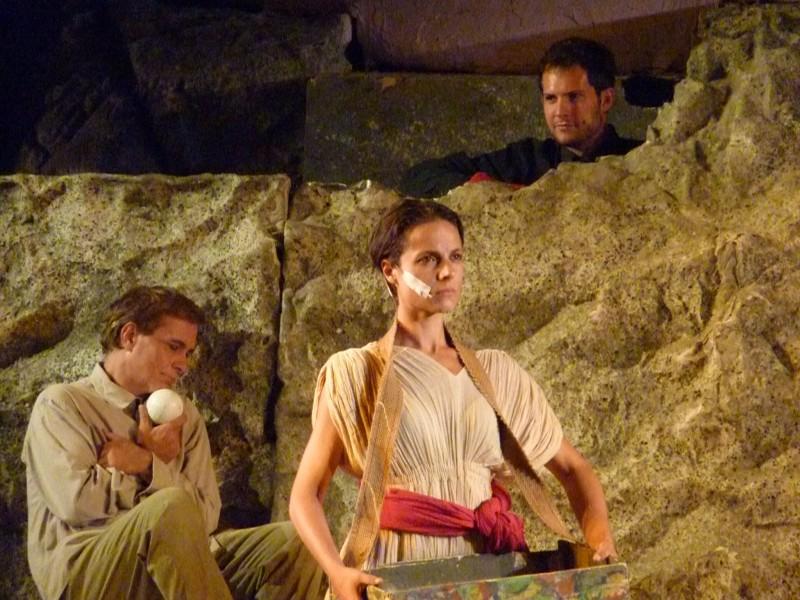 Antonio Orfanò con Lorenza Caroleo e (in alto dalla roccia) Simone Francia