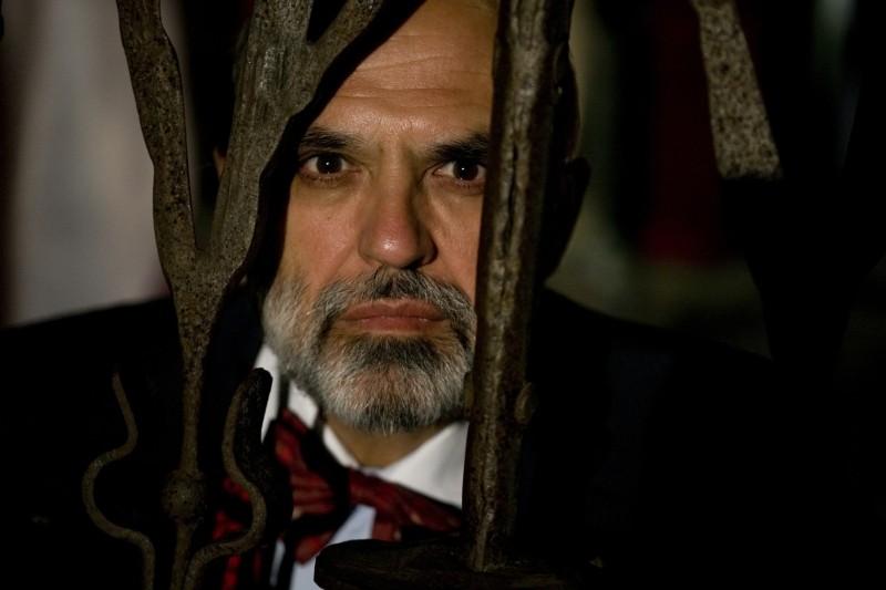 Il console italiano: Franco Trevisi in una scena del film