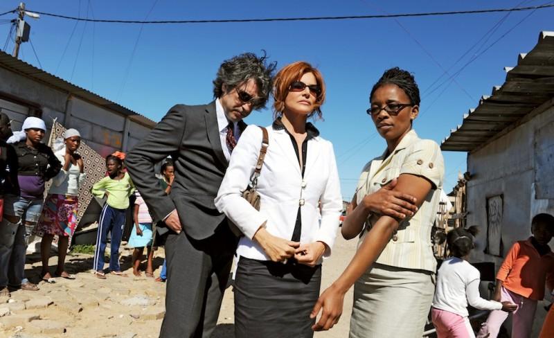 Il console italiano: Giuliana De Sio e Luca Lionello in una scena del film