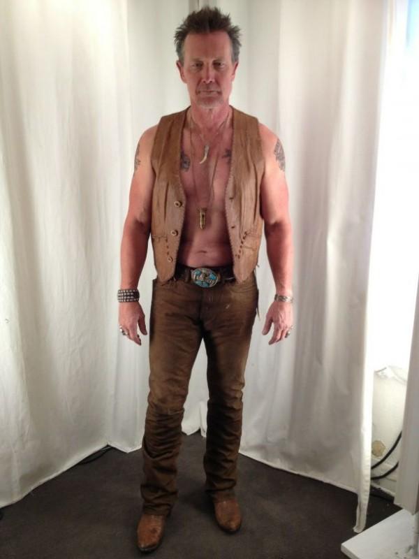 Robert Patrick sul set della quinta stagione di True Blood, con il costume di Jackson Heveaux
