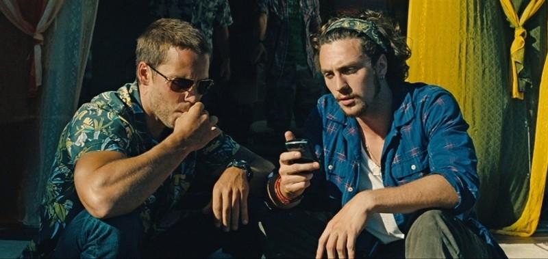Le belve: Taylor Kitsch e Aaron Johnson in una scena del film