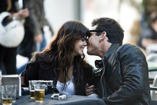 Mario Casas con Clara Lago nel film Tengo ganas de ti