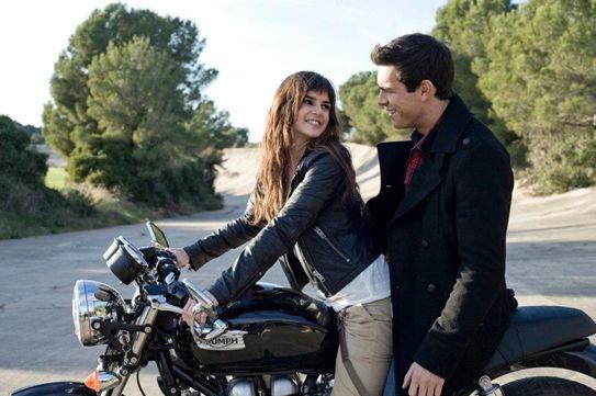 Mario Casas e Clara Lago nel film Tengo ganas de ti