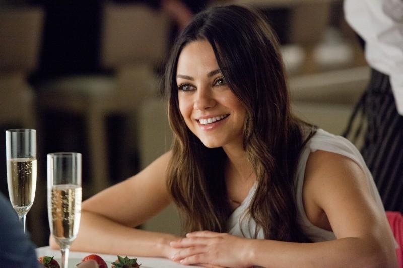 Ted: Mila Kunis sorride in una scena del film