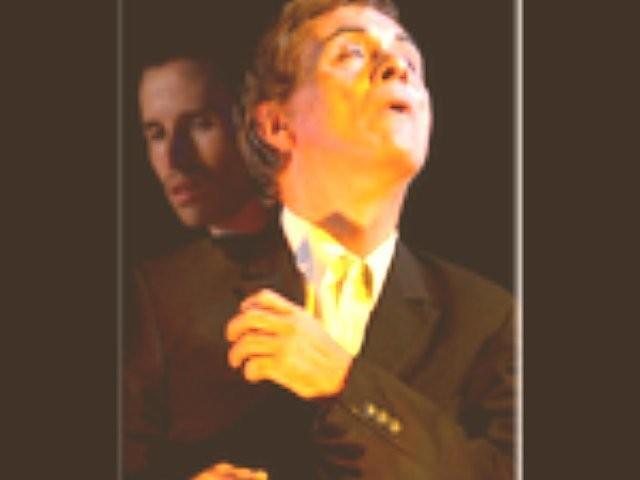 Antonio Orfanò con (alle spalle) Emanuele Banchio in una scena di Upupa My Dream is My Rebel King, regia di Antonio Orfanò