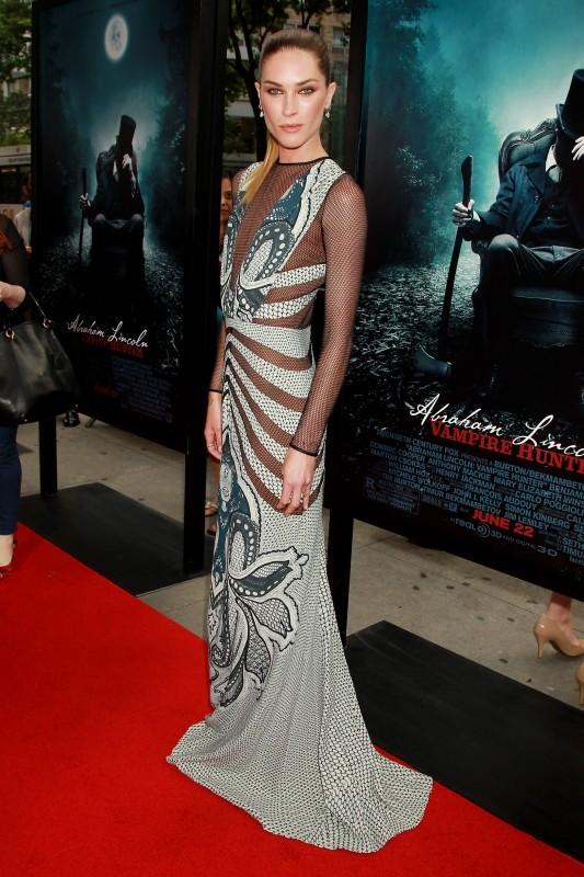 La leggenda del cacciatore di vampiri: la bellissima Erin Wasson sul red carpet newyorkese durante la premiere mondiale del film