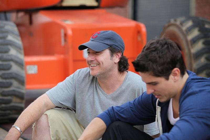 Freerunner - Corri o Muori: il regista Lawrence Silverstein insieme a Sean Faris sul set del film