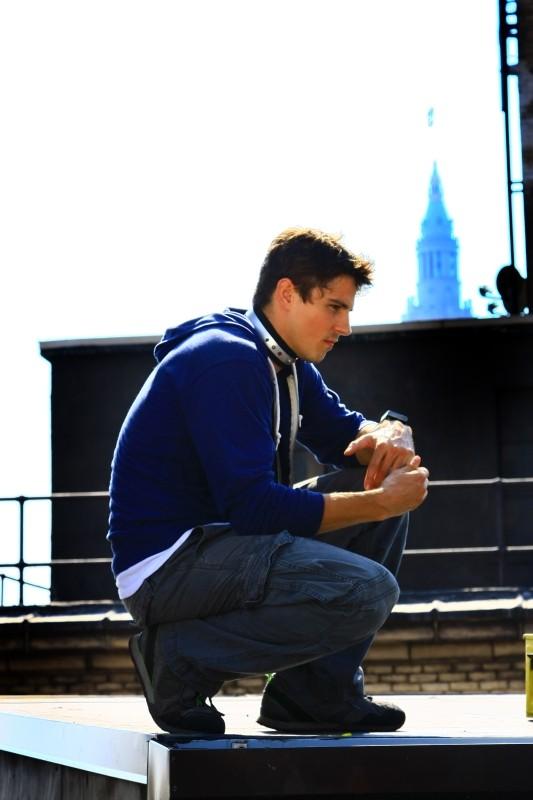 Freerunner - Corri o Muori: Sean Faris con il collare elettronico in una scena del film