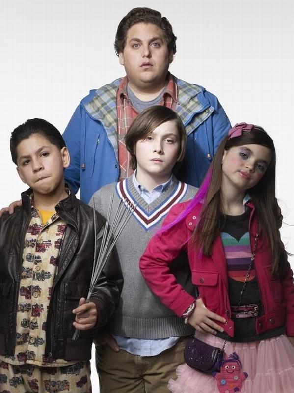 Jonah Hill insieme ai piccoli Kevin Hernandez, Landry Bender e Max Records in una foto promozionale