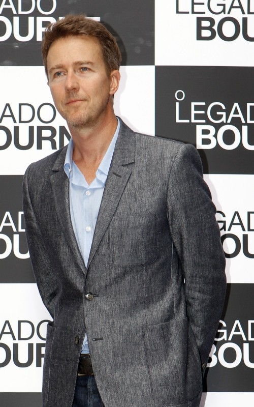 The Bourne Legacy: Edward Norton posa sul red carpet in occasione della premiere brasiliana del film