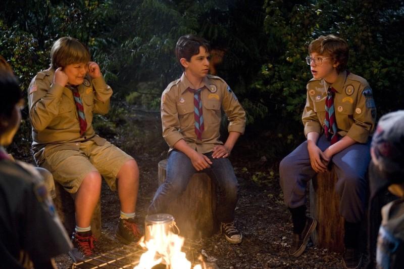 Diario di una schiappa 3 - Vita da cani: Zachary Gordon, Robert Capron e Grayson Russell durante una serata di campeggio
