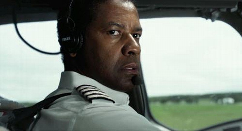 Flight: Denzel Washington in una scena del film