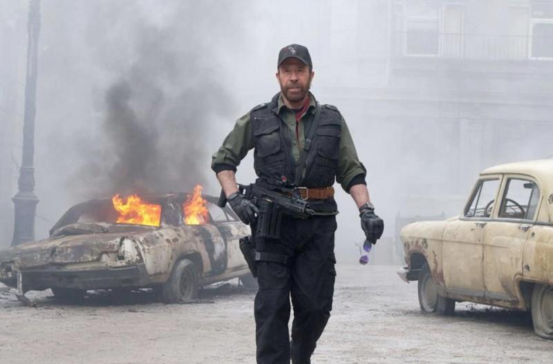 I mercenari 2: Chuck Norris nei panni di Booker in una scena del film