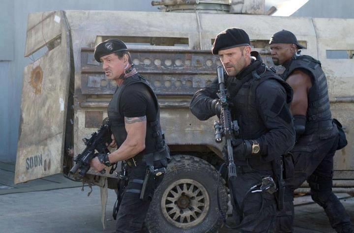 I mercenari 2: Sylvester Stallone, Jason Statham e Terry Crews in una scena del film