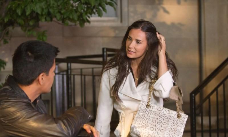 LOL - Pazza del mio migliore amico: Demi Moore insieme a Jay Hernandez in una scena del film