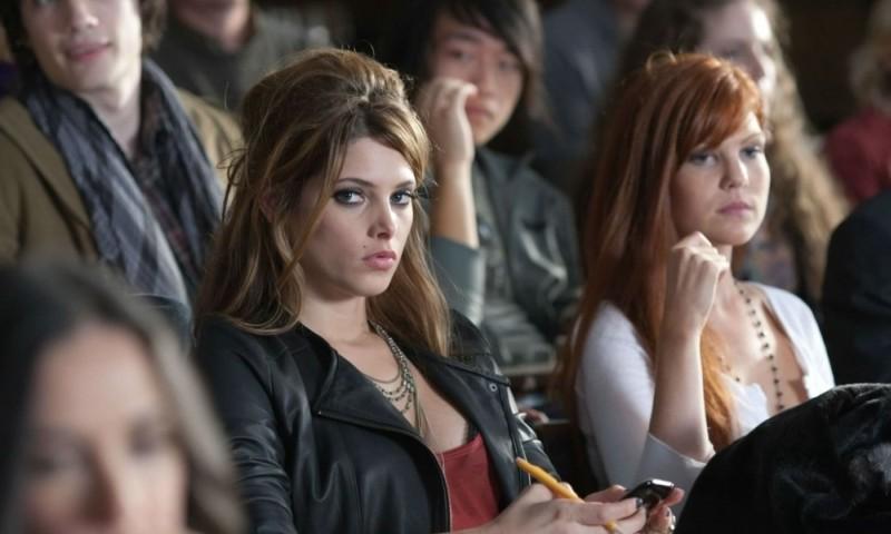 LOL - Pazza del mio migliore amico: lo sguardo serio di Ashley Greene in una scena del film