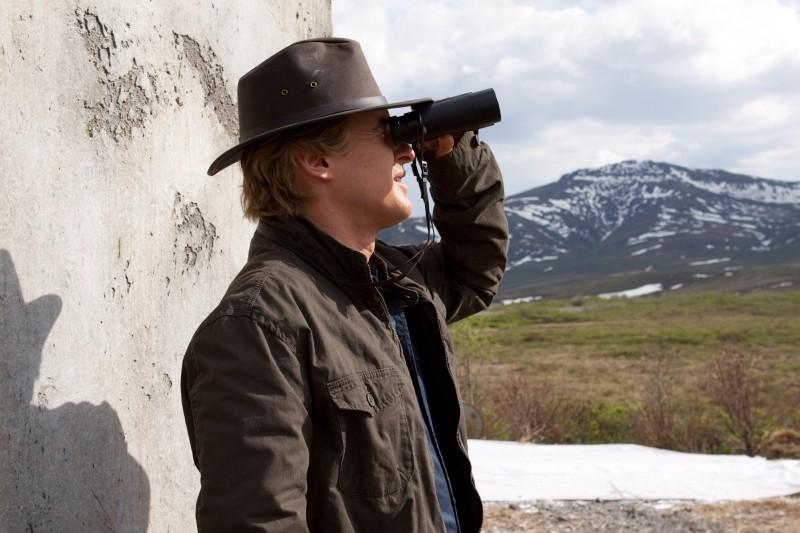 Un anno da leoni: Owen Wilson guarda in lontananza in una scena del film